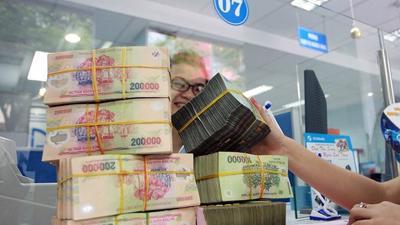 Ngân hàng báo 'lãi khủng', chuyên gia dự báo 'có biến'
