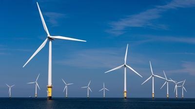 Trong lúc EVN cắt giảm điện từ năng lượng tái tạo, ông lớn xây dựng lại 'đổ bộ làm' điện gió