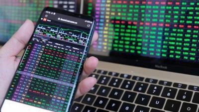 VN-Index vượt 1.300 điểm trong phiên 25/5, cổ phiếu BĐS phân hóa trở lại