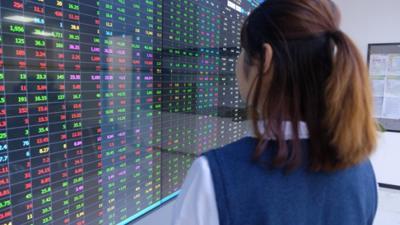 VIC và VRE bứt phá, nhiều cổ phiếu BĐS vẫn tăng mạnh trong phiên 4/6