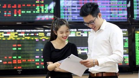 VN-Index khai xuân lên gần 41 điểm, cổ phiếu BĐS đua nhau tăng trần