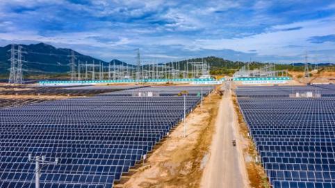 """Doanh nghiệp bất động sản và ngân hàng """"sang ngang"""" với năng lượng tái tạo"""