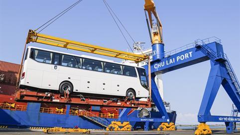 THACO xuất khẩu hơn 200 ôtô và linh kiện phụ tùng trong ngày ra quân đầu năm tân sửu