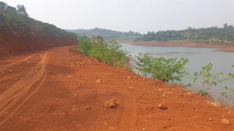 Mở đường trái phép trên đất rừng hồ thủy điện: Giải thích