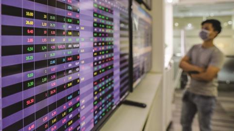 Lợi dụng lúc giá cổ phiếu 'thăng hoa', ngân hàng dồn dập phát hành cổ phiếu tăng vốn