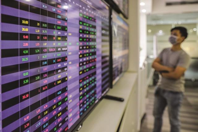 Lợi dụng lúc giá cổ phiếu 'thăng hoa', ngân hàng dồn dập phát hành cổ phiếu tăng vốn - Ảnh 1