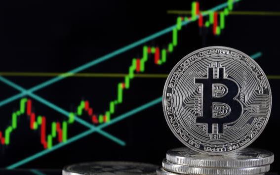 Vua trái phiếu Jeffrey Gundlach: Bitcoin đang giao dịch như bong bóng  - Ảnh 1