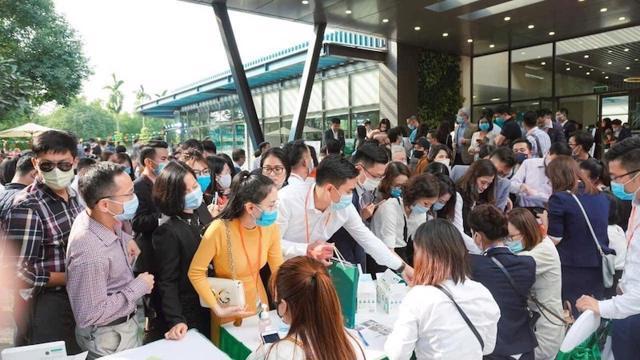 Bất động sản 24h: Náo loạn nhà đất Hà Nội, dự án xanh cỏ cả thập kỷ hét giá 100 triệu/m2 - Ảnh 1