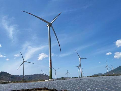 Đầu tư ồ ạt dự án điện gió: Nỗi lo quá tải đường truyền - Ảnh 1