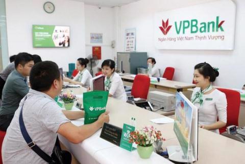 Nhiều lãnh đạo đồng loạt bán cổ phiếu VPBank - Ảnh 1