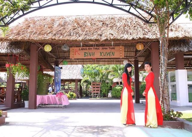 Khu ẩm thực Bình Xuyên, huyện Bình Chánh, nơi xảy ra nhiều vi phạm xây dựng kéo dài nhiều năm
