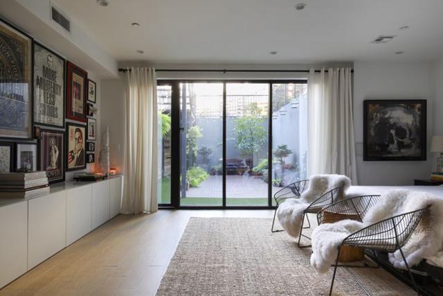 Nên lựa chọn những đồ nội thất có thể thỏa mãn các giác quan hơn là chạy theo mốt.