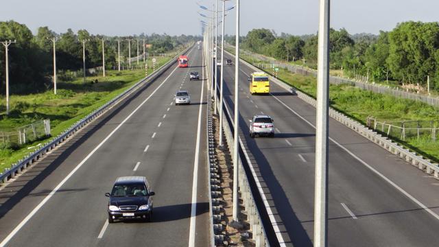 Trong đó, đường Mỹ Phước – Tân Vạn có tổng chiều dài 64km từ Ngã ba Tân Vạn đến Khu công nghiệp Bàu Bàng đã thông xe gần toàn tuyến.