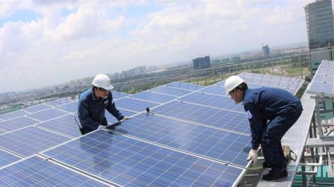 Tín dụng đổ vào điện gió, điện mặt trời: Nhiều rủi ro - Ảnh 1