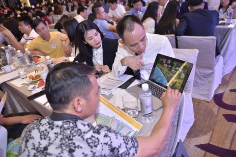 Hàng trăm khách hàng mua sản phẩm NovaWorld Phan Thiet trong lễ mở bán đầu tiên tại miền Bắc - Ảnh 3