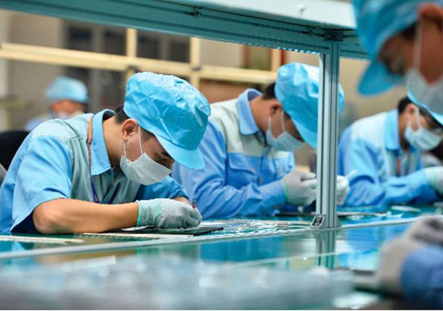 ADB: Việt Nam sẽ tăng trưởng mạnh mẽ và ổn định - Ảnh 1