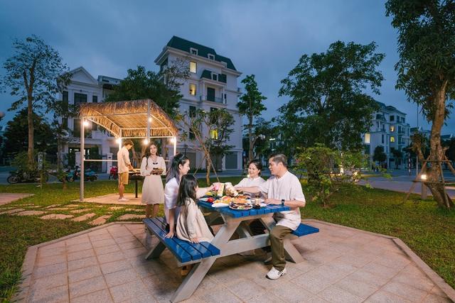 Vườn nướng BBQ ngoài trời là không gian yêu thích của các gia đình vào dịp cuối tuần.