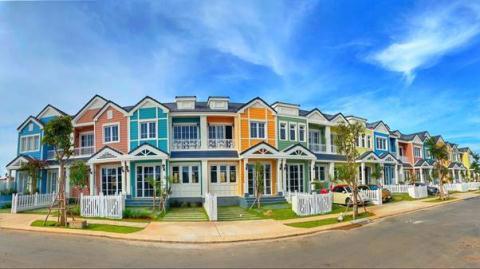Những ngôi nhà rực rỡ sắc màu, đậm chất Mỹ bên bờ biển Phan Thiết - Ảnh 4