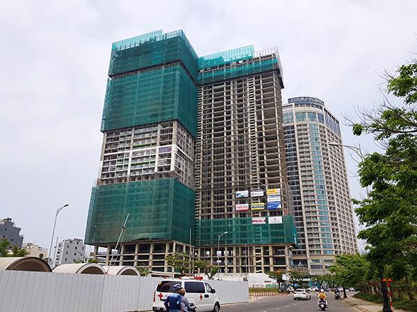 Dự án Tổ hợp khách sạn và căn hộ cao cấp Duyên hải Miền Trung (Central Coast) đang được xây dựng.