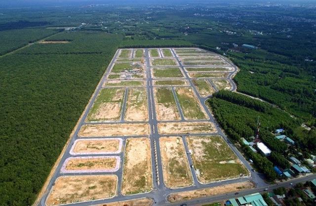 Trước khi định xuống tiền đầu tư đất nền, người mua cần tìm hiểu kỹ thông tin về mảnh đất cũng như tìm các chuyên gia pháp lýđể được hỗ trợ về thủ tục giấy tờ mua bán đúng luật