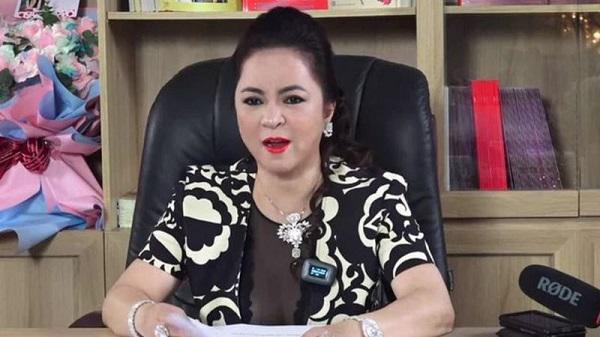 Nữ đại gia Nguyễn Phương Hằng đã livestream suốt 3 giờ vào tối 25/5 để bóc phốt nghệ sĩ Hoài Linh gây sốt mạng xã hội. Ảnh chụp màn hình.