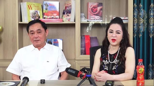 """Khoảng 10 phút cuối buổi livestream của ông Dũng """"lò vôi"""", bà Phương Hằng xuất hiện """"lấn sóng"""" chồng mình."""