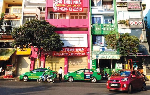 Nhiều hộ kinh doanh nhà phố cho thuê trượt dài trong thua lỗ vì dịch Covid-19.