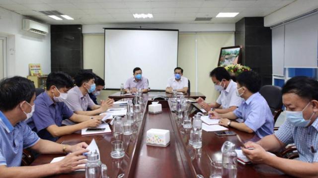 UBND tỉnh Hà Tĩnh triển khai họp bàn các giải pháp phòng dịch hiệu quả nhất khi phát hiện 2 ca dương tính với Covid-19 trong cộng đồng (Ảnh: SởY tếHà Tĩnh)