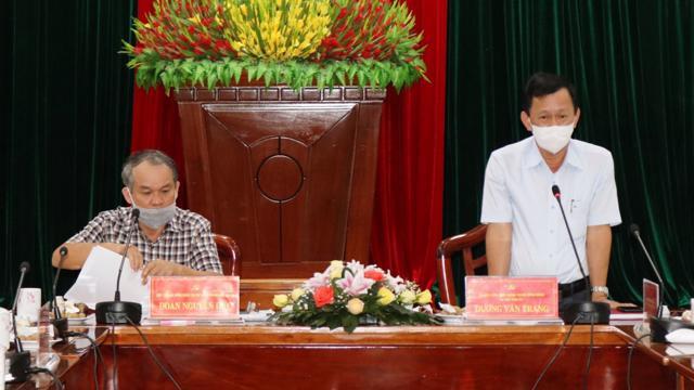 Bí thư Tỉnh ủy Kon Tum (đứng) trong buổi làm việc với Tập đoàn Hoàng Anh Gia Lai