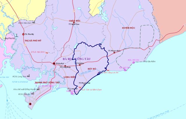 Đất Đỏ có bờ biển dài khoảng 17,5km từ mũi Kỳ Vân đến cửa biển Lộc An. Vùng biển Đất Đỏ thuận lợi để xây dựng cảng biển phục vụ phát triển kinh tế và du lịch, đặc biệt là cửa biển Lộc An đang được đầu tư thành một trung tâm về du lịch