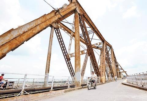 Xây cầu đường sắt vượt sông Hồng: Bài toán bảo tồn - Ảnh 1