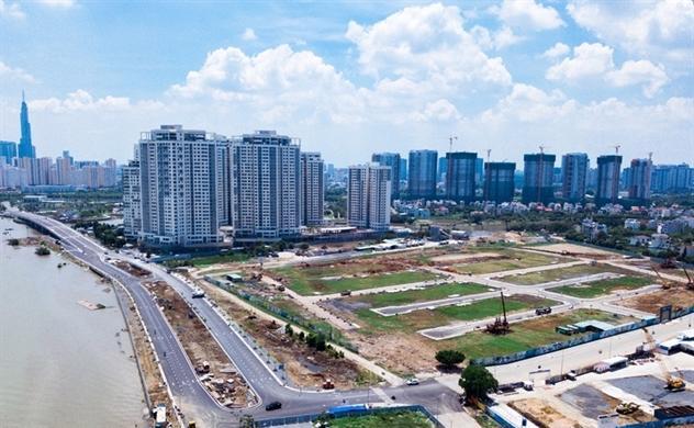 Sở Xây dựng TP.HCM kiến nghị UBND thành phố chỉ đạo xử lý nghiêm các vi phạm trong kinh doanh bất động sản.