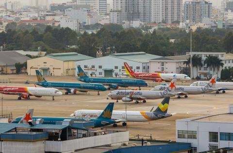 Sân bay Tân Sơn Nhất vắng vẻ ngày giãn cách xã hội. Ảnh: VnExpress