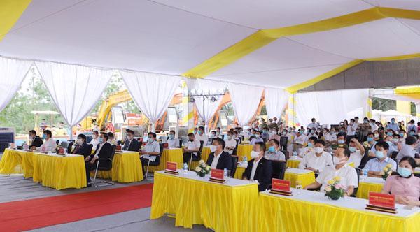 Các đại biểu dự lễ khởi công.