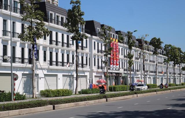 Nhiều shophouse ở Hà Nội trong tình trạng vắng vẻ, không có người thuê.