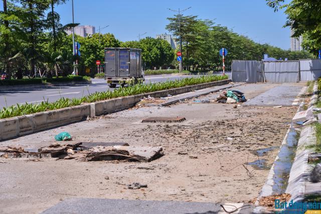 Tuyến đường BT đại lộ Chu Văn An vẫn dở dang sau 7 năm triển khai (Ảnh: Trịnh Tây)