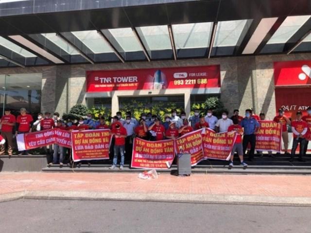 """Khách hàng mua đất tại Khu nhà ở KCN Đồng Văn II tốTNR Holdings Việt Nam """"lừa đảo""""."""