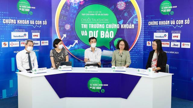 """Talkshow """"Thị trường chứng khoán và dự báo"""" đã diễn ra tại Hà Nội do Tạp chí Kinh tế và Dự báo, cơ quan của Bộ Kế hoạch và Đầu tư tổ chức. Chuỗi talkshow này liên tiếp diễn ra từ ngày 28/6 đến 30/6/2021."""