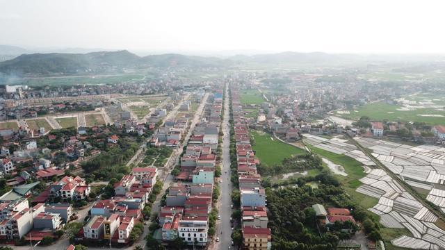 Huyện Lục Nam (Bắc Giang) đang trên đà quy hoạch phát triển kinh tế làm đòn bẩy phát triển bất động sản (Ảnh minh hoạ)Còn với quyết định phê duyệt nhiệm vụ quy hoạch chung xây dựng đô thị Lan Mẫu, huyện Lục Nam, tỉnh Bắc Giang đến năm 2040, tỷ lệ 1/5.000, quy mô diện tích nghiên cứu lập quy hoạch đô thị dự kiến khoảng 1.183ha, quy mô dân số đến năm 2025 khoảng 12.000 người, đến năm 2040 khoảng 16.000 người. Khu đô thị Lan Mẫu có tính chất là khu vực phát triển đô thị, thương mại dịch vụ, công nghiệp khu vực tiểu vùng phía Tây của huyện Lục Nam.