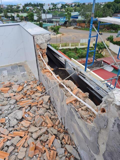 Một hạng mục công trình vừa bị phá bỏ