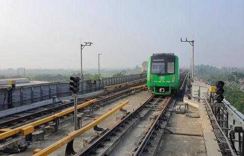 Vận hành chạy thử tuyến đường sắt đô thị Cát Linh-Hà Đông. Ảnh: TTXVN