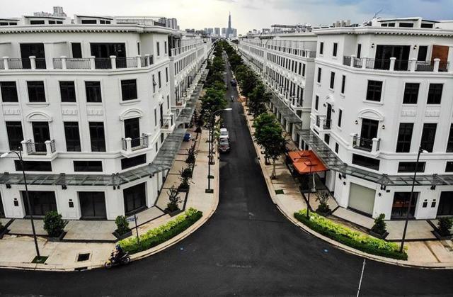 Khan hiếm nguồn cung khiến nhà liền thổ luôn là phân khúc có biên độ tăng giá cao trong các năm gần đây.