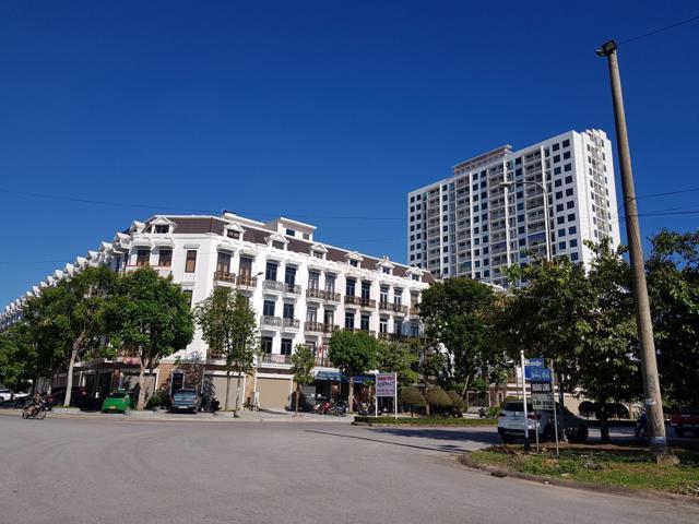 Theo anh Hạnh, nhân viên môi giới bất động sản tại TP. Thanh Hóa thì mỗi căn nhà tại dự án đã được bán với giá 6 tỷ đồng.