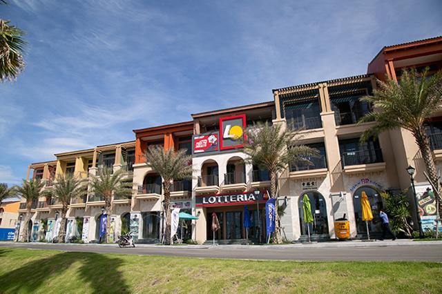 Khách lưu trú tại boutique hotel có thể dễ dàng đi bộ đến khu shophouse tập trung các thương hiệu F&B được giới trẻ yêu thích. (Ảnh thực tế dự án).
