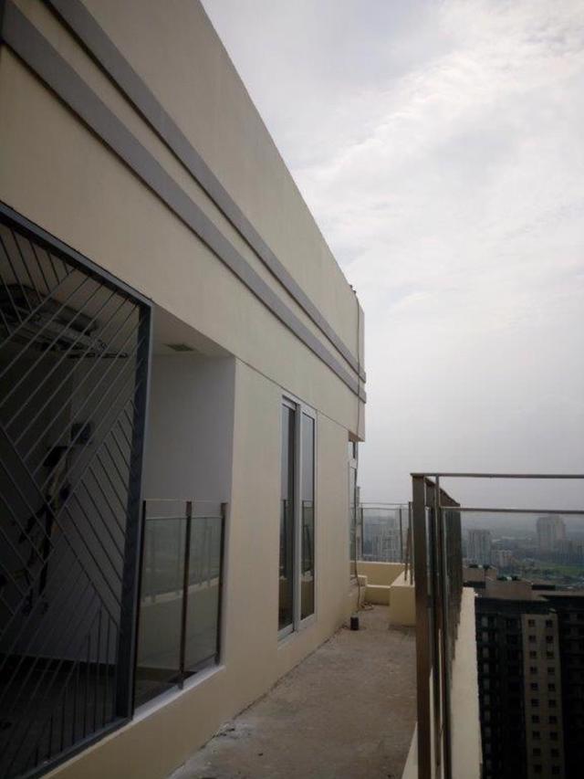 Phần ban công và sân căn hộ nằm ngoài thiết kế.