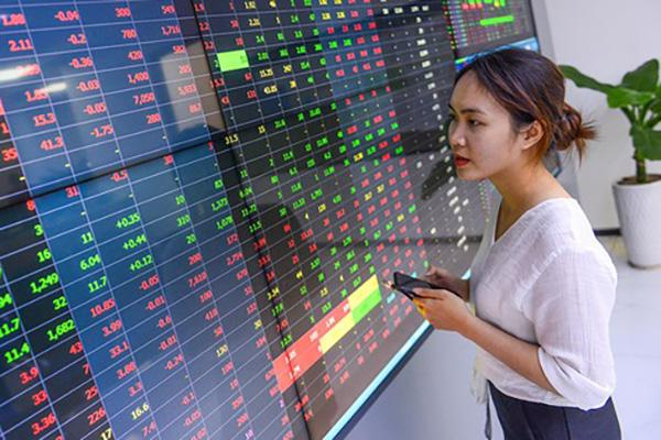 Duy trì đà tăng liên tiếp, nhóm ngân hàng kéo VN-Index đi lên - Ảnh 1
