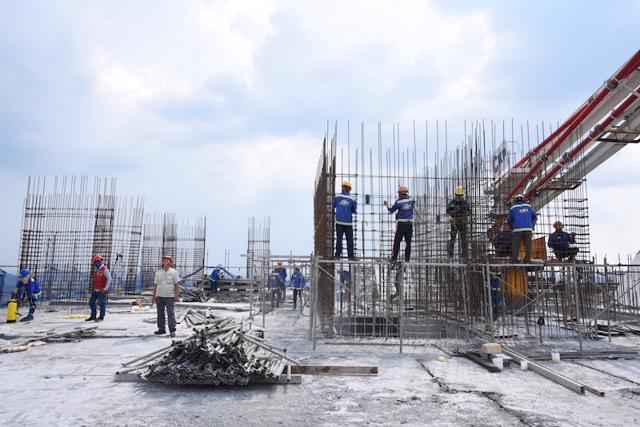 Ảnh hưởng của dịch bệnh, toàn bộ dự án của Tập đoàn Hoà Bình và nhiều doanh nghiệp xây dựng khác tại TP Hồ Chí Minh đều phải ngừng thi công.