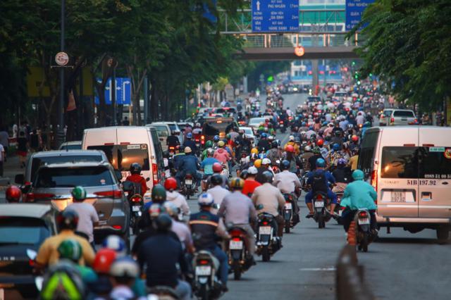 TPHCM đang quá tải về dân cư, giao thông...khiến nhiều người quyết định bỏ phố về quê