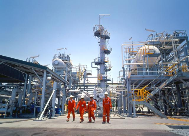 Giá dầu tăng mạnh song lợi nhuận doanh nghiệp dầu khí vẫn phân hóa - Ảnh 1