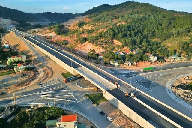 Cao tốc Nội Bài – Lào Cai thời điểm đang hoàn thiện.